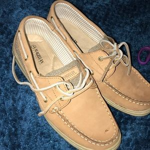 Shoes - Size 8.5 Magellan sperrys